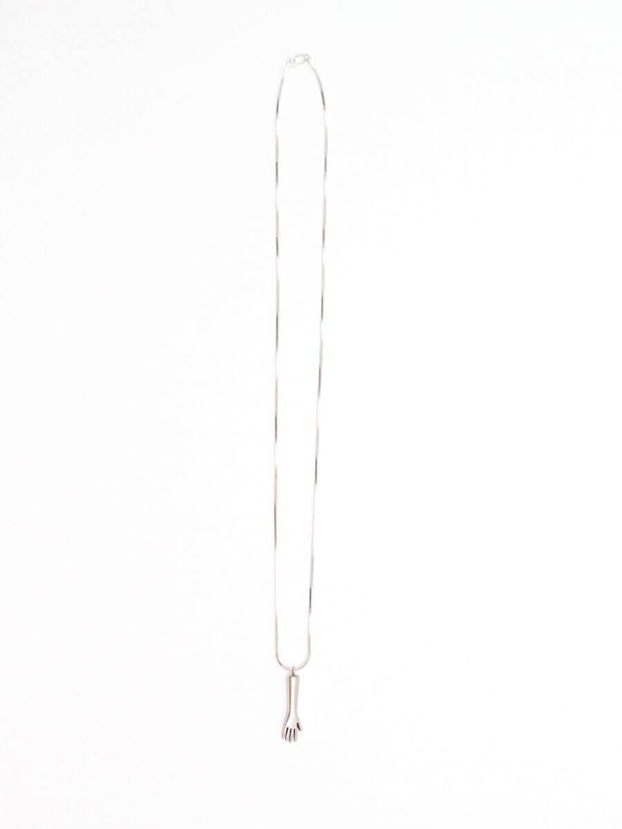 The-paper-pendant-silver-by-glenda-lopez-frontal