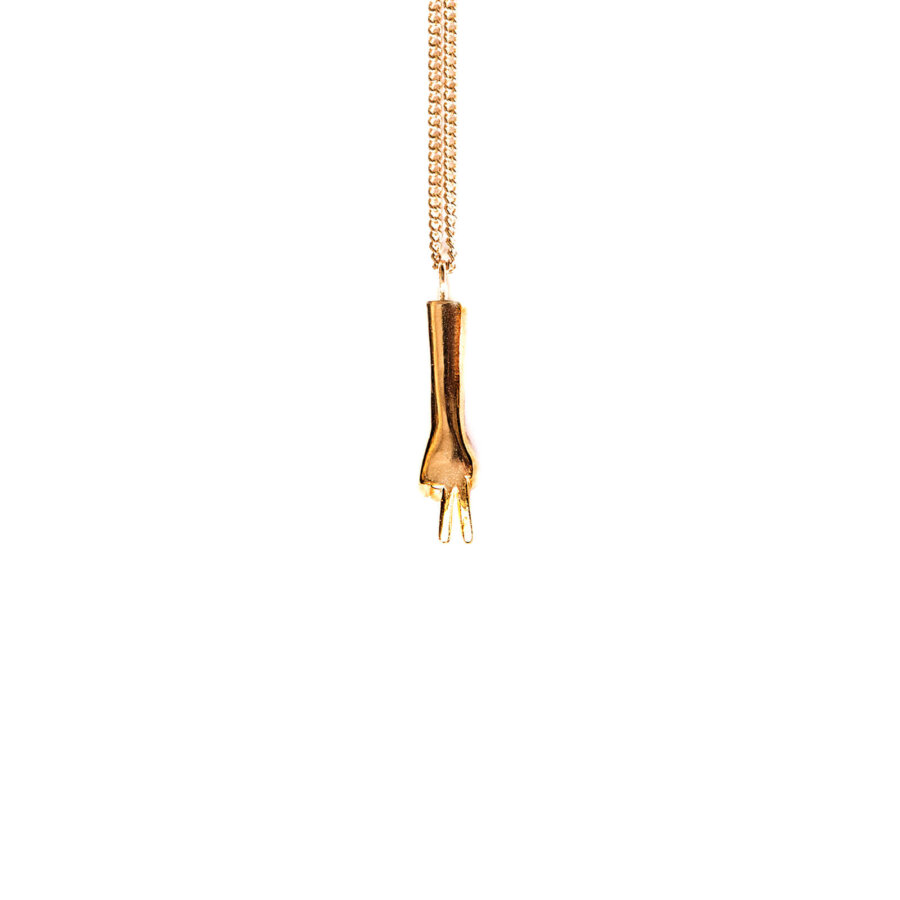 The-scissors-pendant-gold-by-glenda-lopez-frontal-1