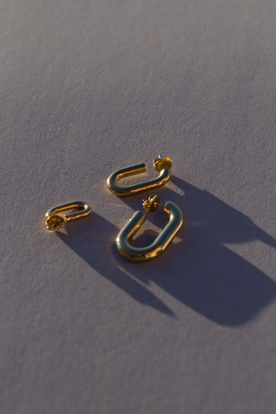 the-medium-golden-link-earring-by-glenda-lopez-alta