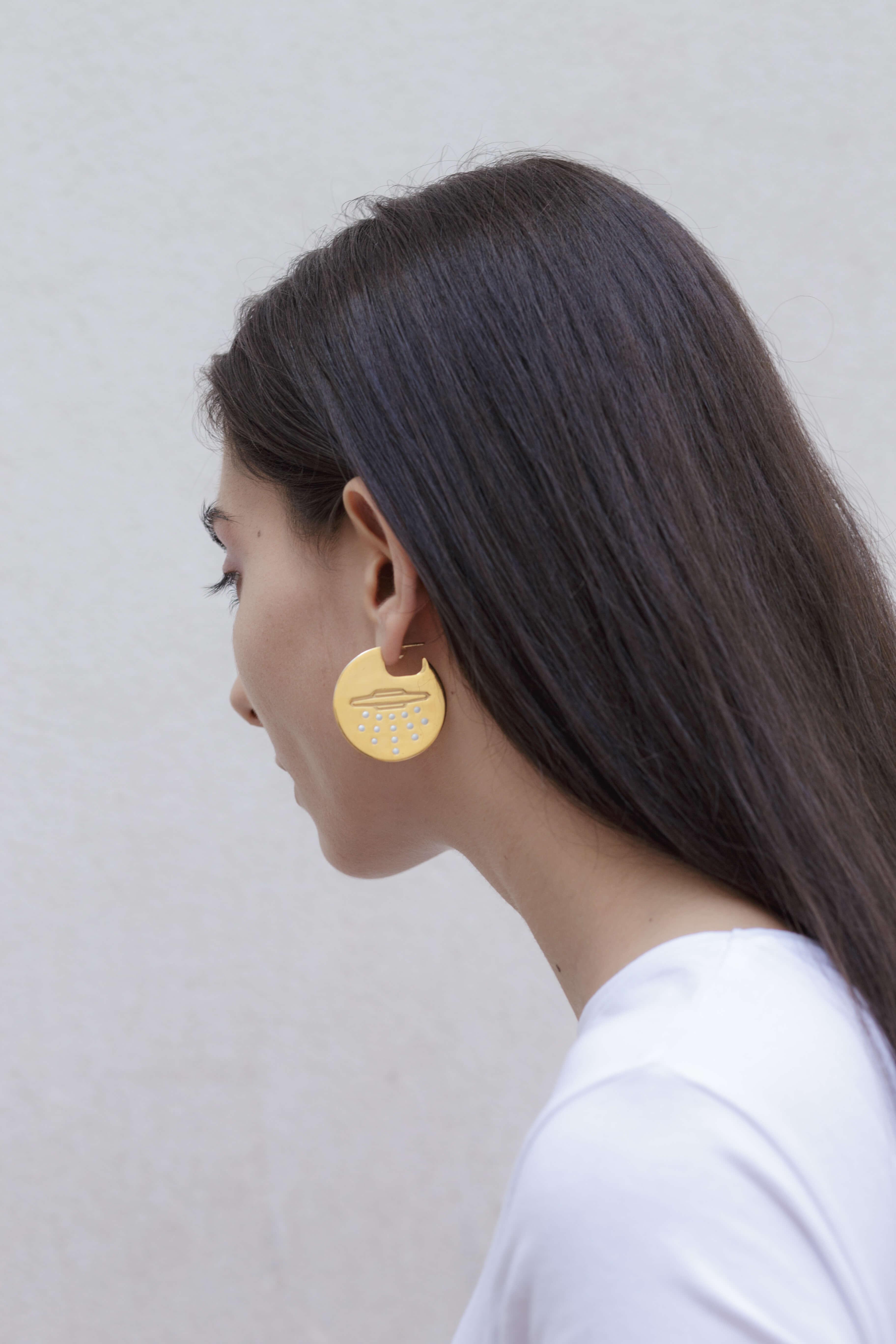 the-ufo-disk-earrings-by-glenda-lopez-lookbook